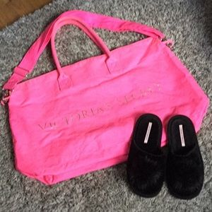 VICTORIAS SECRET PINK DUFFLE  GOOD USED CONDITION.